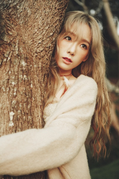 "Taeyeon hugging a tree in ""I"" photoshoot"
